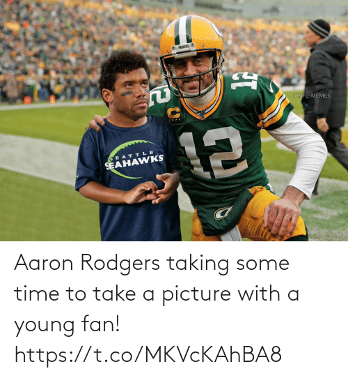 fan: Aaron Rodgers taking some time to take a picture with a young fan! https://t.co/MKVcKAhBA8