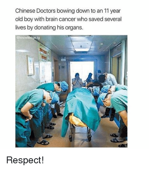 Bowing Down: Chinese Doctors bowing down to an 11 year  old boy with brain cancer who saved several  lives by donating his organs. Respect!