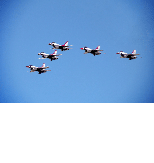 Las Vegas: The USAF Thunderbirds flew over Las Vegas hospitals in honor of frontline COVID workers