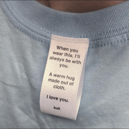 Love, I Love You, and You: When you  wear this, I'Il  always be with  you  A warm hug  made out of  cloth.  I love you.  kult
